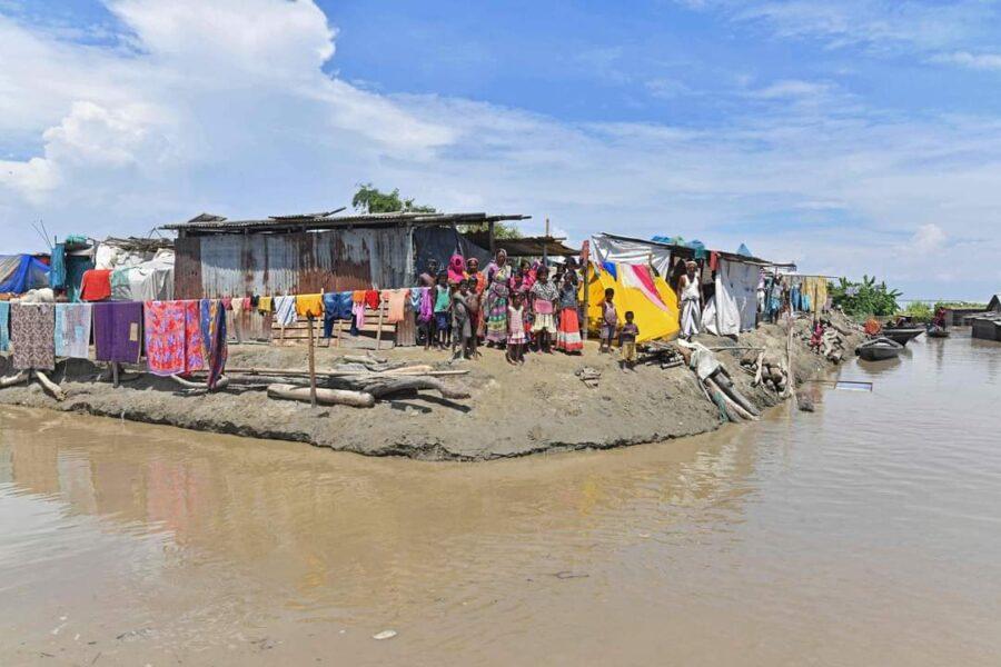 CIENTOS DE MILES DE PERSONAS AFECTADAS EN INDIA POR LAS INUNDACIONES