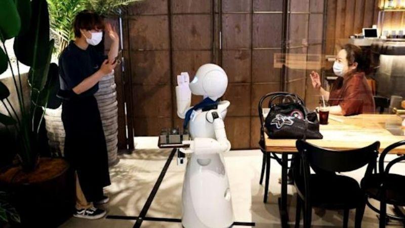 UN CAFE CON ROBOTS DE TOKIO APUESTA POR EL EMPLEO INCLUSIVO